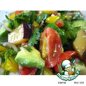 Рецепт: Овощной салат со сливами и авокадо
