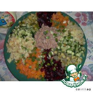 Рецепт: Салат с лососем Семицветик