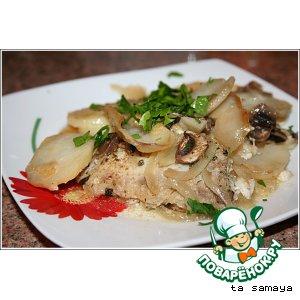 Рецепт: Окунь, запеченный с картофелем и грибами под майонезом