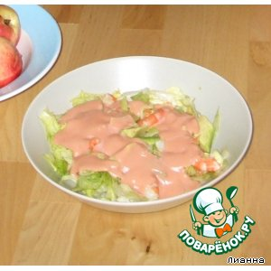 Рецепт: Салат из авокадо с креветками и розовым соусом