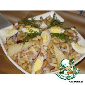 Рецепт: Салат из кальмаров с грушей