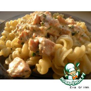 Рецепт: Паста с семгой в сливочно-чесночном соусе