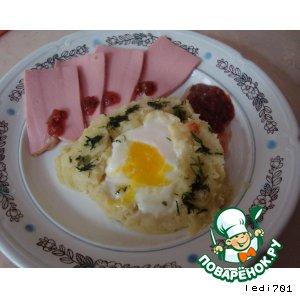 Рецепт: Яйца, запеченные в картофельном пюре