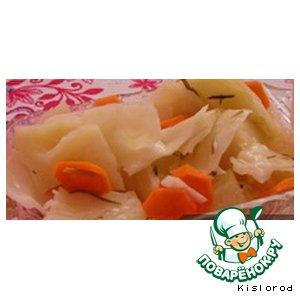 Рецепт: Маринованная капуста Вкусняшка