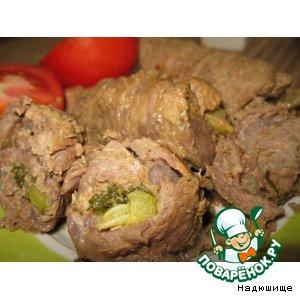 Рецепт: Мясные рулетики с соленым огурцом
