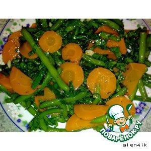 Рецепт: Салат из моркови, шпината и зеленой фасоли