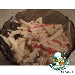 Рецепт: Салат из крабовых палочек с гренками