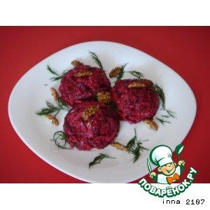 Рецепт: Салат из свеклы под сырно-грибным соусом