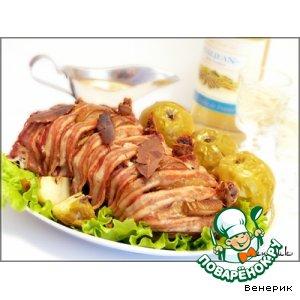 Рецепт: Корейка с грушей, яблоками и пряными травами