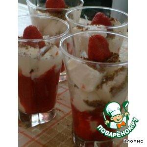 Рецепт: Клубника с мороженым, шоколадом и маскарпоне