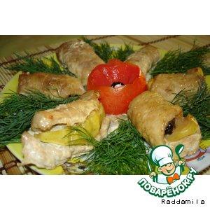 Рецепт: Свиные рулетики с черносливом и яблоком