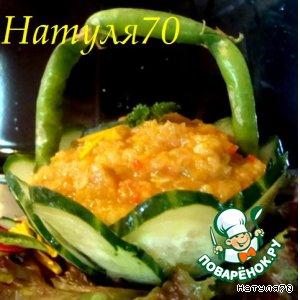 Рецепт: Овощная икра в огурцовой корзинке