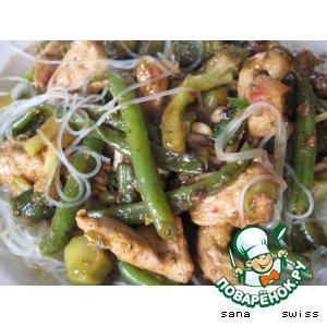 Рецепт: Салат из индейки с брокколи и фунчозой