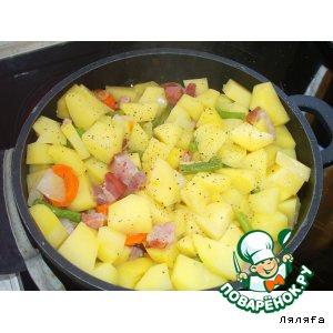 Рецепт: Тушеная картошка с салом и стручковой фасолью