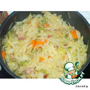 Рецепт: Тушеная капуста с фасолью и салом