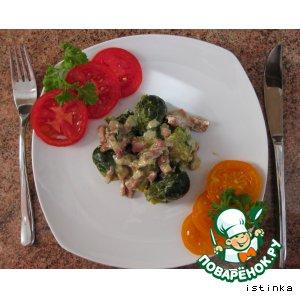 Рецепт: Тушеная брюссельская капуста с ветчиной