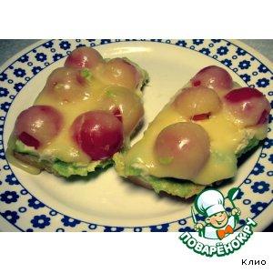 Рецепт: Гренки с пастой из авокадо