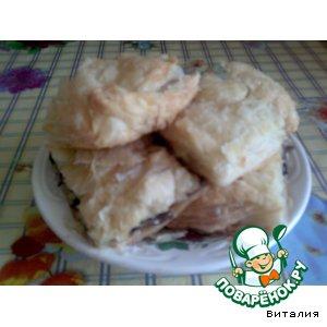 Рецепт Пирог с грибами из слоеного теста