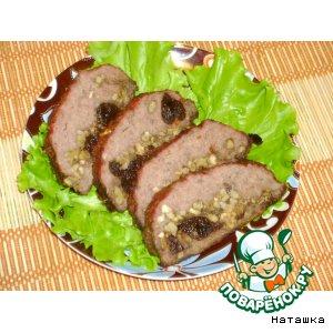 Рецепт: Мясной рулет с орехами и черносливом