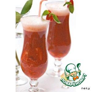 Рецепт: Мохито из шампанского, клубники и базилики