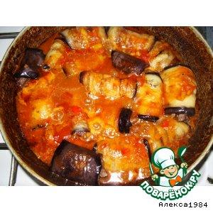 Рецепт: Баклажановые рулетики с мясом в соусе