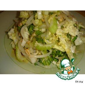 Рецепт: Салат из пекинской капусты с сельдереем и проростками