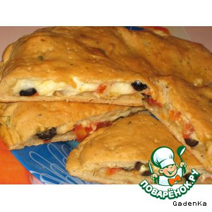 Рецепт: Лепешка на квасе с помидорами, сыром и оливками