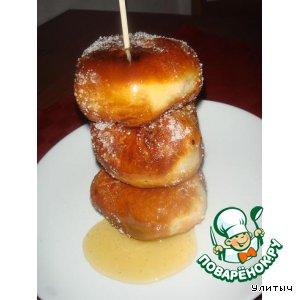 Рецепт: Пышки с яблочками и медовой заливкой