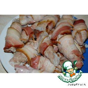 Рецепт: Свинина в беконе Шашлычок с ноготок
