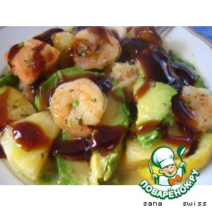 Рецепт: Запеченные креветки с семгой, ананасом и авокадо