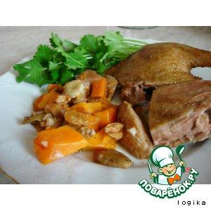 Рецепт: Утка, запеченная с яблоком, тыквой и айвой