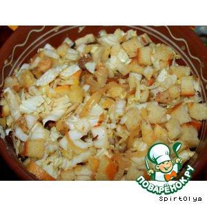 Рецепт: Салат с рыбой и сухариками