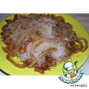 Рецепт: Лапша с креветками и кальмарами