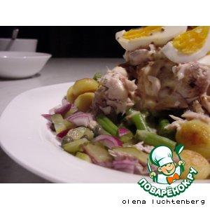 Рецепт: Теплый салат из скумбрии горячего копчения