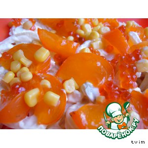 Рецепт: Салат из хурмы и кальмаров «Оранж»