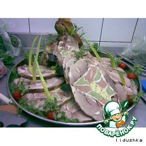 Рецепт: Свиная нога, фаршированная нежным куриным паштетом