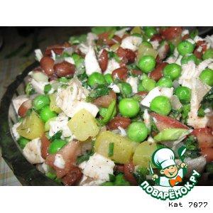 Рецепт: Салат из куриных грудок с персиками