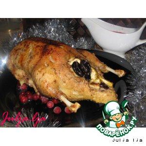 Рецепт: Рождественская утка с фруктами и клюквенно-винным соусом