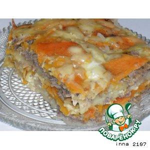 Рецепт: Картофельная запеканка с фаршем из куриных потрошков и тыквой
