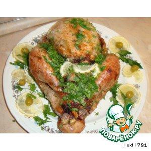 Рецепт: Индейка, фаршированная яблоками, черносливом и брусникой