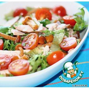 Рецепт: Теплый салат из копченой курицы с маринованными опятами