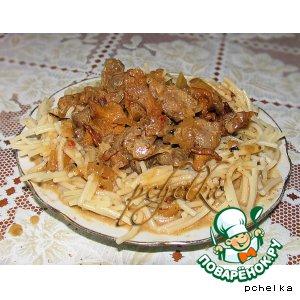 Рецепт: Куриные  желудки с лисичками в сметане