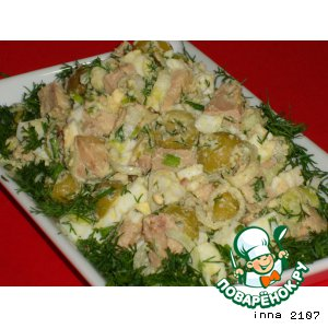 Рецепт: Салат из печени трески  с оливками и каперсами