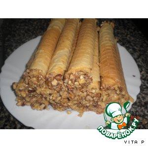 Рецепт: Вафельные трубочки со сгущeнкой