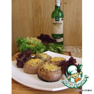 Рецепт: Приключения Чиполлино или красный лук с грибной начинкой