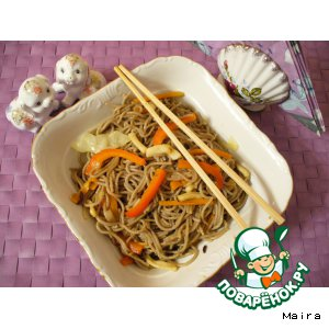 Рецепт: Гречневая лапша с овощами и кальмарами