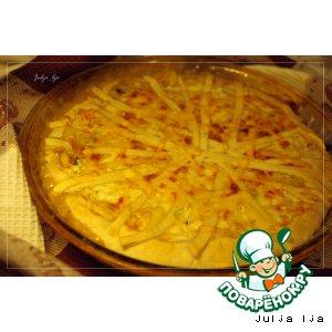 Рецепт: Слоeный пирог с начинкой из лука, опят и сливочно-сырной заливкой