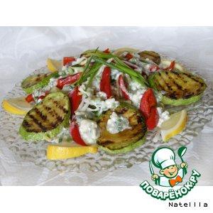 Рецепт Теплый салат с овощами и соусом из сыра с голубой плесенью