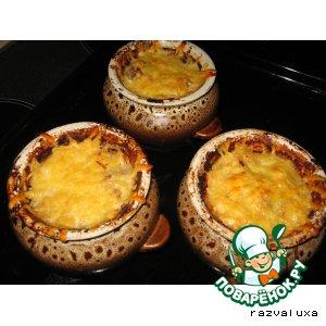 Рецепт: Кусочки говядины, запеченные с картофелем и сыром