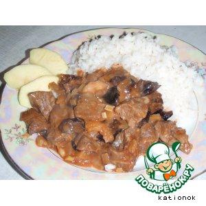 Рецепт: Мясо с черносливом и яблоками